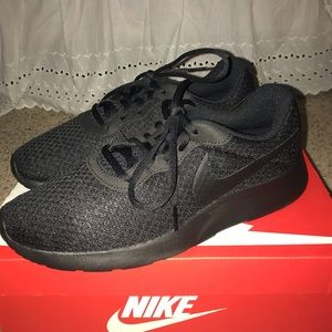 All black nike tanjun's